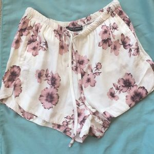 ⭐️ Brandy Melville Flowy Pink Floral Shorts